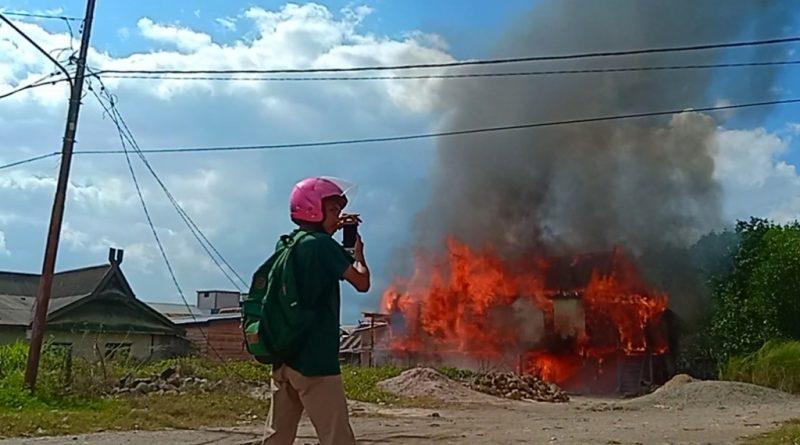 Kebakaran di Kolaka 4 Damkar Diturunkan, Satu Warga Kritis Tersengat Listrik