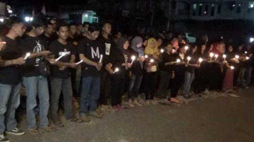 Penyalaan Lilin dan Doa Bersama Untuk Korban Bom Surabaya di Kolaka
