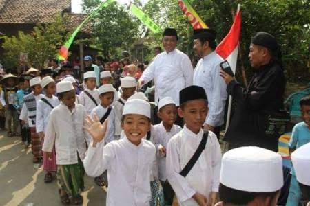 Khoul Mbah Kopek Sentono Dimeriahkan Kirab Budaya dari sejumlah santri di Jepara. FOTO : DSW