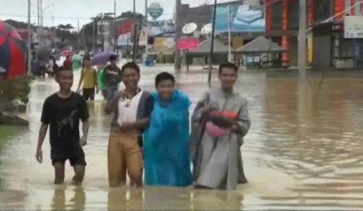 Kondisi banjir di sejumlah wilayah di Kota Kendari. FOTO : FT