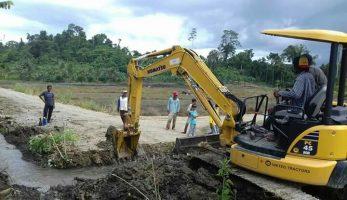 Bantuan Excavator Mini Datang Tepat Waktu, Petani Butur Bisa Bernafas Lega