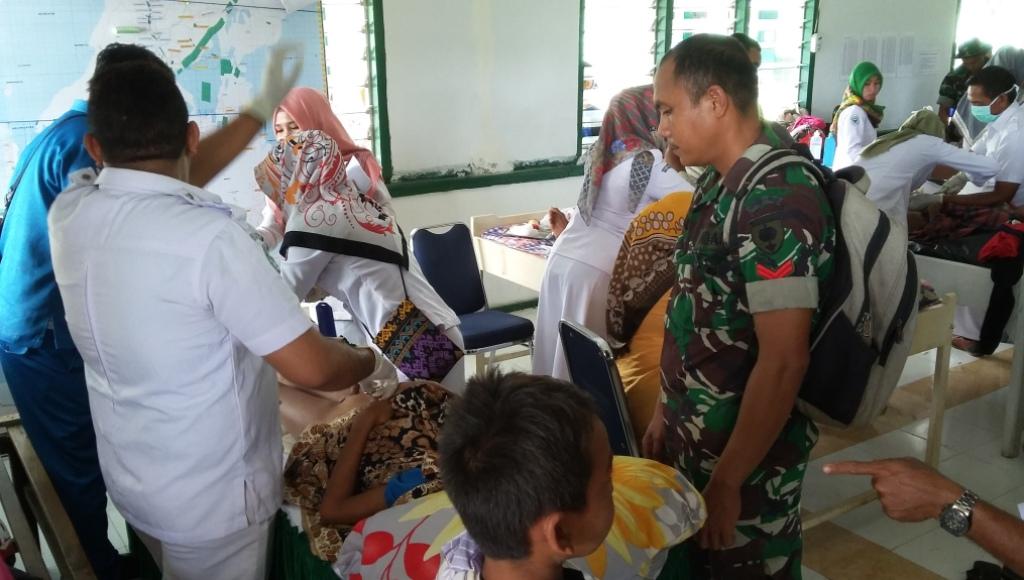 Sambut HUT ke 72 TNI, Dandim1416/Muna Bakti Sosial