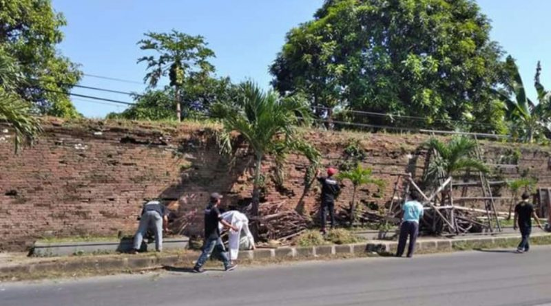 Jelang Ramadhan Warga Ageng Kartasura bersihkan Situs Keraton Kartasura