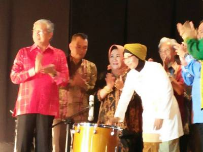 Gubernur Sultra H. Nur Alam membuka kegiatan Halo Sultra ke - X sekaligus berpamitan kepada warga Sultra. FOTO : IST