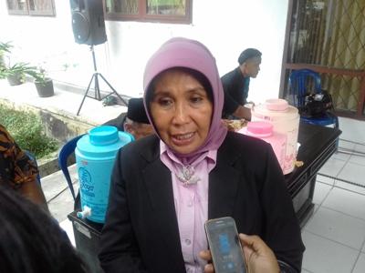 Sekretaris Dinas Pendidikan dan kebudayaan Kota Kendari Sartni Sarita. FOTO : ILHAM