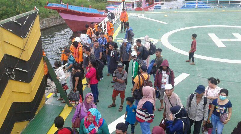 Mesin Rusak, Kapal Muat Ratusan Penumpang Sejam Terlantar di Laut