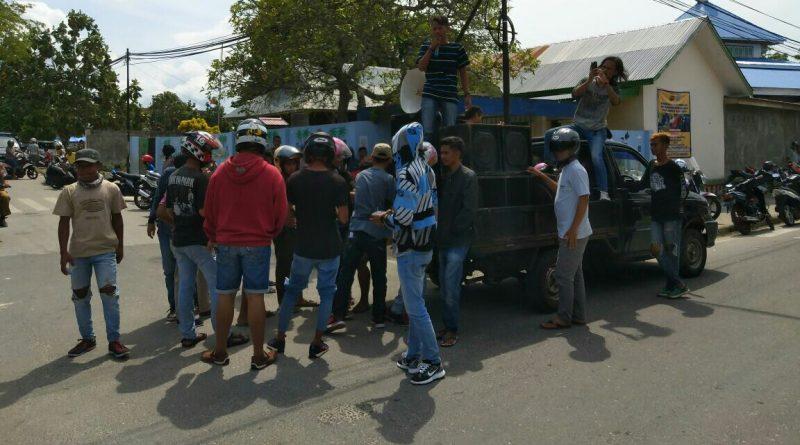 Polres Wakatobi Didemo, Massa Minta Oknum Polisi Penganiaya Warga Dihukum