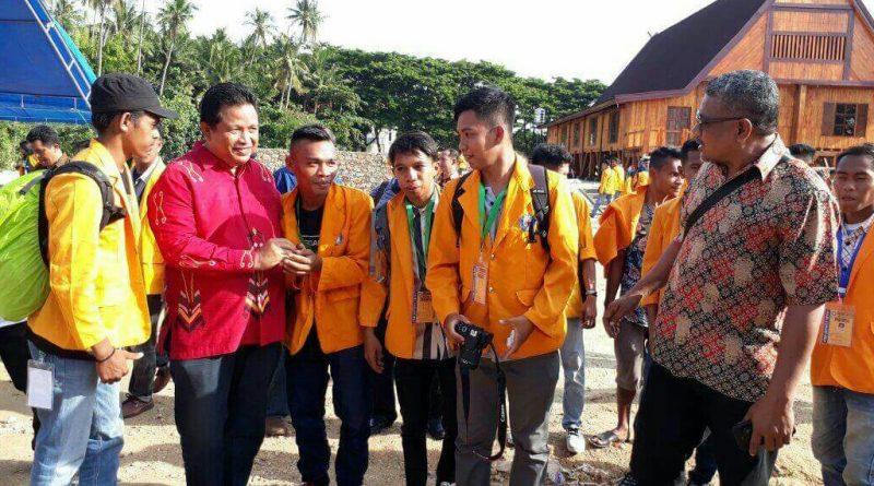 Bupati Sambut Mahasiswa KKN UHO di Rumah Adat Bharugano Wuna