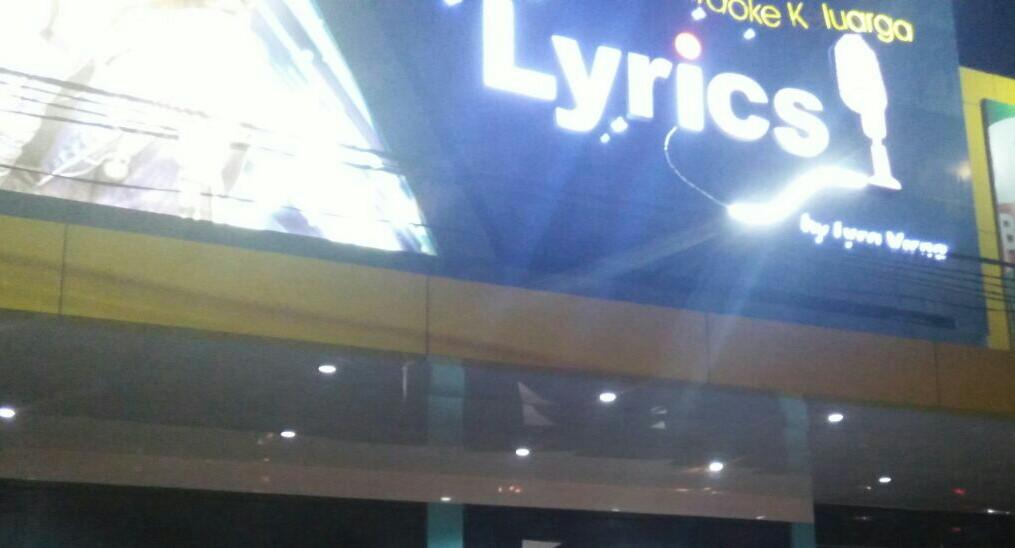 Karoke Lyrics, Didemo Karyawan dan Karyawatinya Sendiri