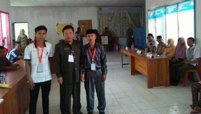 Kepala DPMD Konsel DR Sahlul (tengah) Saat Memantau Pilkades Serentak  Pilkades Serentak Konsel Beberapa Incumbent Tumbang