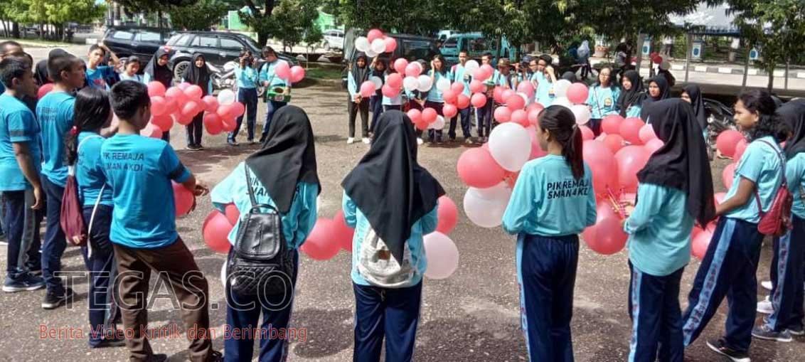 Puluhan Pelajar SMAN 4 Kendari Turun ke Jalan Peringati Hari AIDS Sedunia