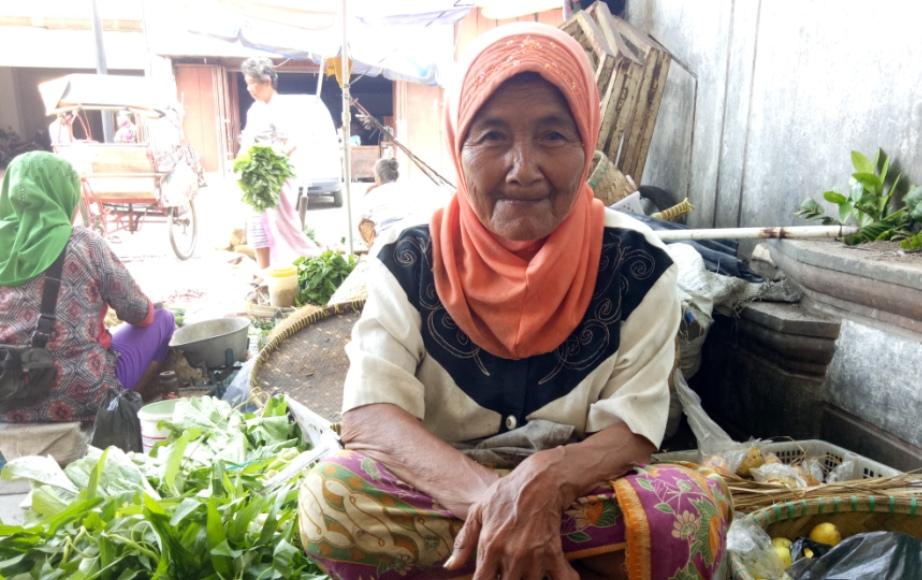 Nenek 80 Tahun Penjual Sayur Terkena Musibah, ICJ Beraksi Cepat