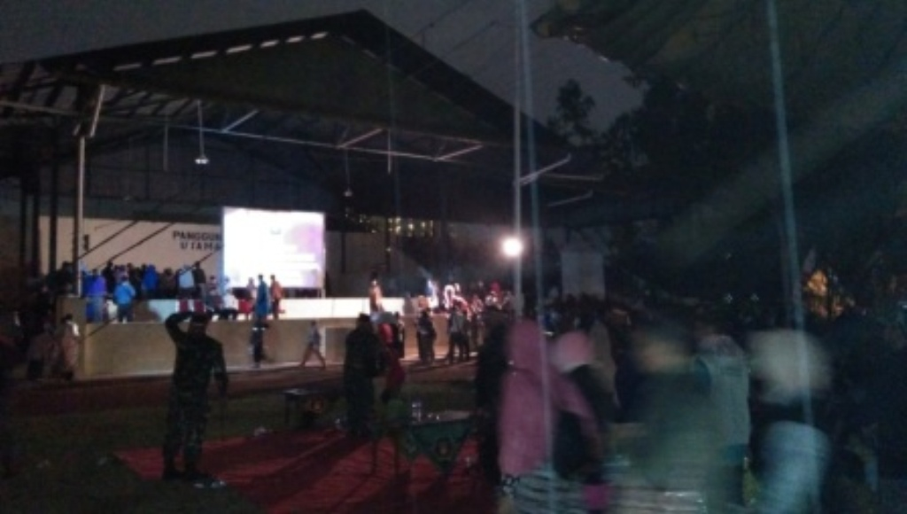 Hujan Tak Surutkan Semangat Warga Saksikan Pemutaran Film G30S/PKI