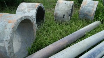 Dduga Ada Pemasangan Pipa Bekas Dipembangunan saluran Irigasi di Angkalo