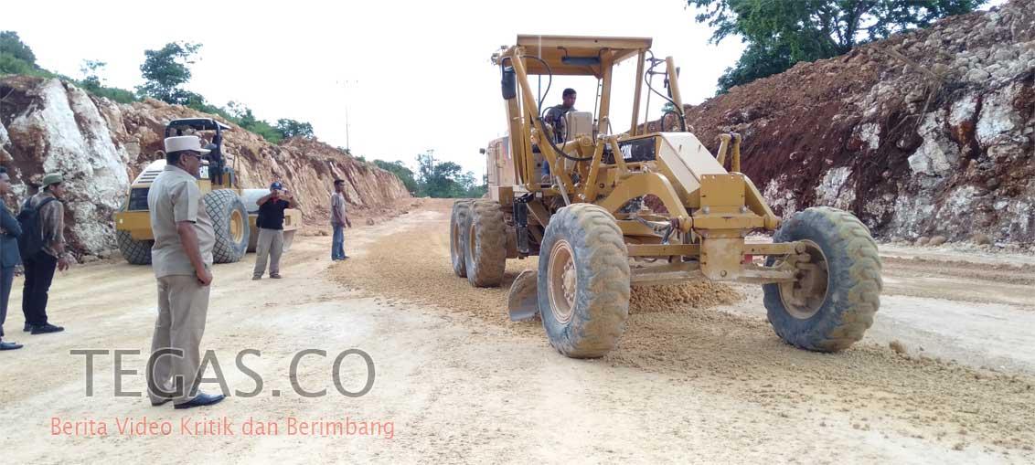Bupati Buteng Minta Bongkar Pengerasan Jalan Berlumpur di Labungkari