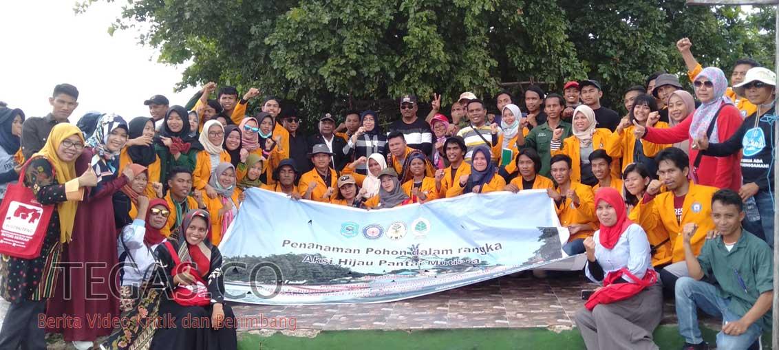 Aksi Hijau Mahasiswa Fhil UHO di Pantai Mutiara Disambut Hangat Bupati Buteng