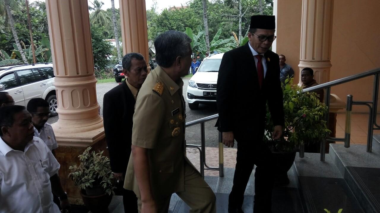Ketua DPRD : Gubernur, Nonjobkan SPKD yang Tidak Hadir Paripurna HUT Sultra