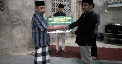 Pemkot Bau - bau Serahkan Bantuan Hibah kepada Masjid Lailatul Qadar