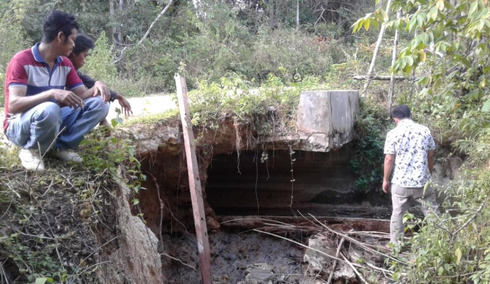 Saluran irigasi di Kecamatan Parigi yang rusak dan belum mendapat perhatian dari Pemerintah kabupaten Muna. FOTO : ODEK