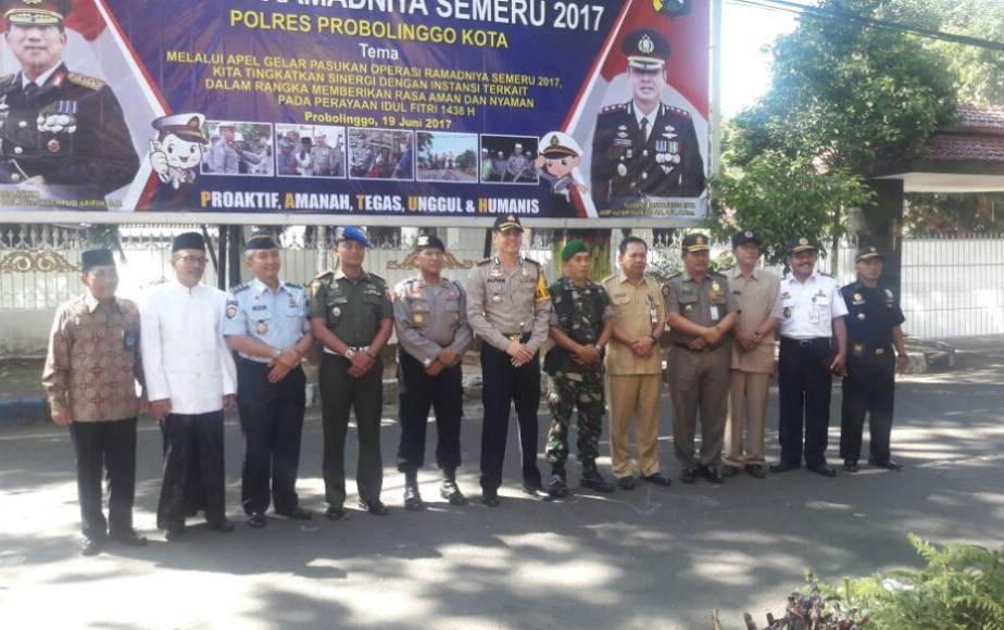 Forkumonda probolinggo foto bersama usai Apel Gelar Operasi Terpusat Ramadnia Semeru 2017. FOTO : ASL