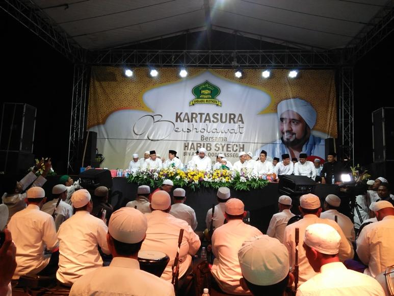 Ribuan jama'ah saat menghadiri kegiatan Kartasura bershalawat. FOTO : AGUNG NUGROHO.