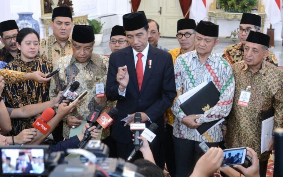 Presiden RI Ir. H. Joko Widodo di dampingi sejumlah menteri Kabinet kerja menggelar jumpa pers usai menadatangani  Perpres Penguatan Pendidikan Karakter di Istana Negara. FOTO : BEY MACHMUDIN