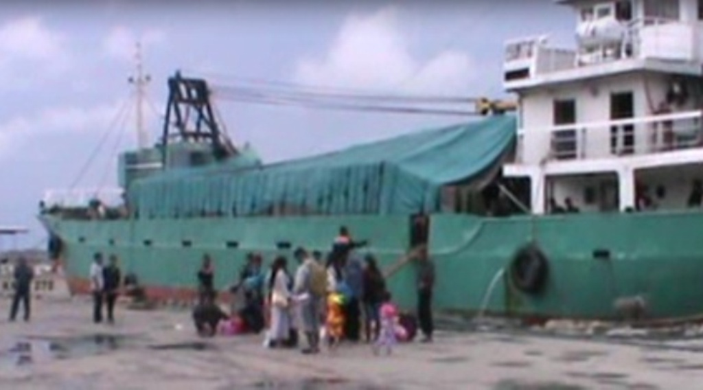 Kapal Emergency di gunakan untuk mengangkut pemudik tujuan Kabupaten Wakatobi. FOTO : FT