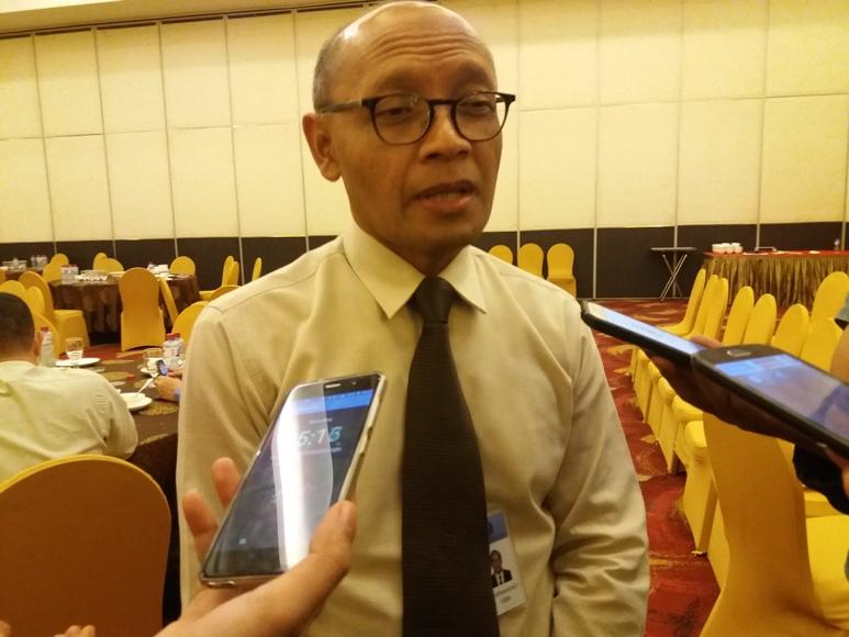 Minot Purwahono, Kepala KPw BI Sultra saat di wawancara sejumlah wartawan di salah satu hotel di Kendari. FOTO : LM FAISAL