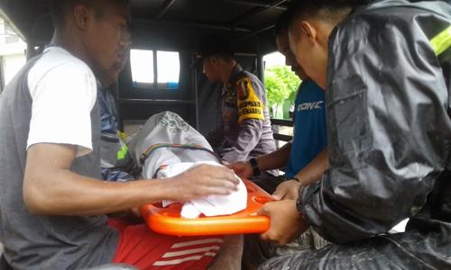 Korban banjir dan longsor di Kendari saat dipulangkan di rumah duka setelah mendapat perawatan di rumah sakit Santa Ana Kendari. FOTO : ODEK