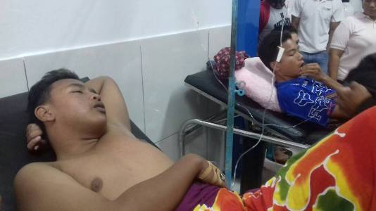 Dua Pemuda ini masih dalam perawatan intensif setelah tenggelam saat mandi di bendungan Ambalodangge Kecamatan Laeya. FOTO : MAHIDIN
