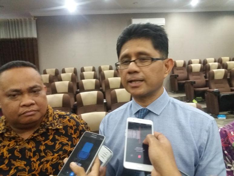 Wakil Ketua KPK, La Ode Syarif saat diwawancara usai memberikan kuliah umum di Univesitas Halu Oleo Kendari. FOTO : LM FAISAL