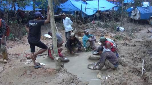 Aktifitas penambangan emas di Ulunggolaka Kabupaten Kolaka mulai membawa dampak. salah satunya adalah tercemarnya sumber air PDAM Kolaka. FOTO : LAN