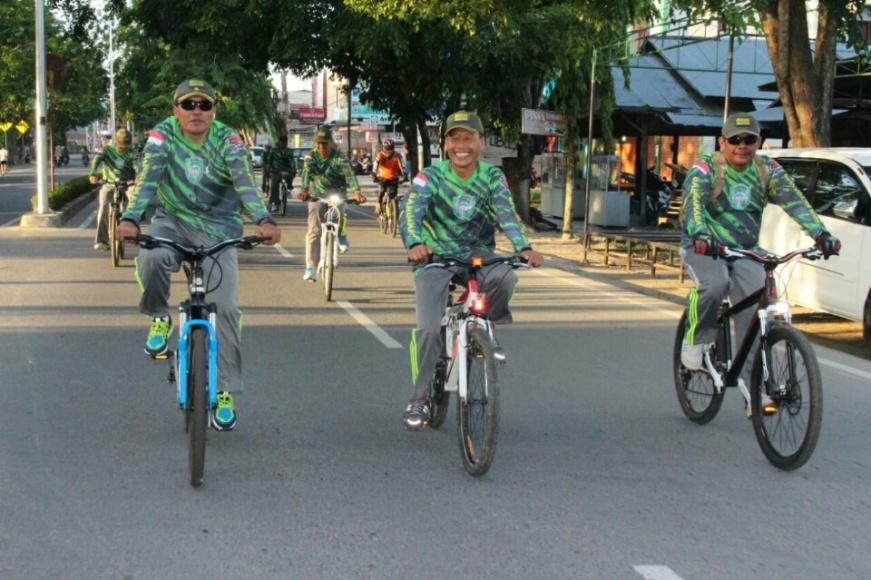 Lomba sepeda yang di gelar Polres kota langsa dalam rangka HUT^ Bayangkara ke 71 tahun 2017. FOTO : ROBY SINAGA