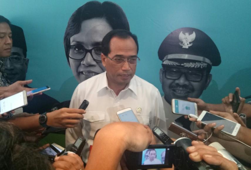 Menteri Perhubungan Budi Karya Sumadi saat di wawancara sejumlah awak media terkait adanya OTT di jajarannya. FOTO : MADHIR ATTAMIMI
