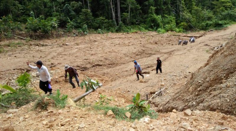 Jauh dari Jangkaun jalan, Petani Harapkan Pembukaan Jalan Usaha Tani