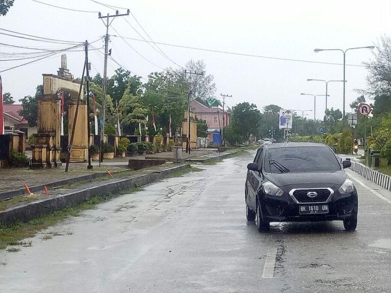 Mobil PNS yang berlawanan arah hendak menabrak Kapolres Aceh singkil. FOTO : MAN