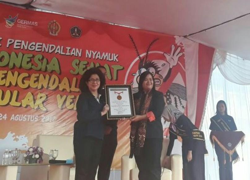Kementerian Kesehatan Republik Indonesia menerima penghargaan Rekor MURI oleh Museum Rekor-Dunia Indonesia (MURI). FOTO : NADHIR ATTAMIMI