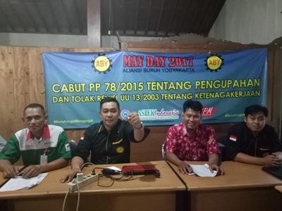 rapat Persiapan jelang hari buruh tanggal 1 Mei oleh serikat buruh di Yogyakarta. FOTO : NADHIR