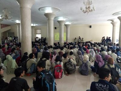 mengatasnamakan Aliansi Solidaritas Mahasiswa Universitas Gajah Mada Yogyakarta melakukan aksi di Balairung UGM, Sleman. FOTO : NADHIR