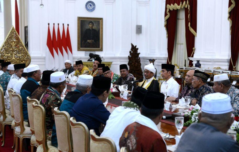 Presiden RI Joko Widodo saat menggelar pertemuan dengan Ulama batak Muslim di istana negara. FOTO : BEY MACHMUDDIN