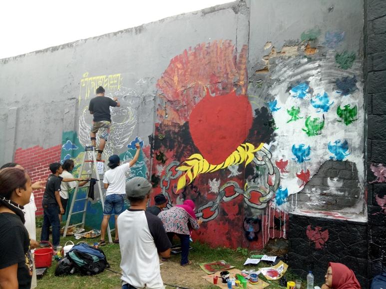 Ratusan perupa jogja ngabuburit mural pancasila di kridosono for Mural yogyakarta