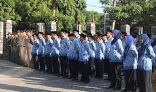 PNS Probolinggo Harap-harap cemas akan gaji 13 dan 14 yang belum cair untuk THR. FOTO : ASL