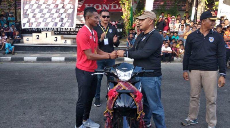 Pahlawan Asian Games, Husni Uba Terima Reward Motor Kapolres Baubau
