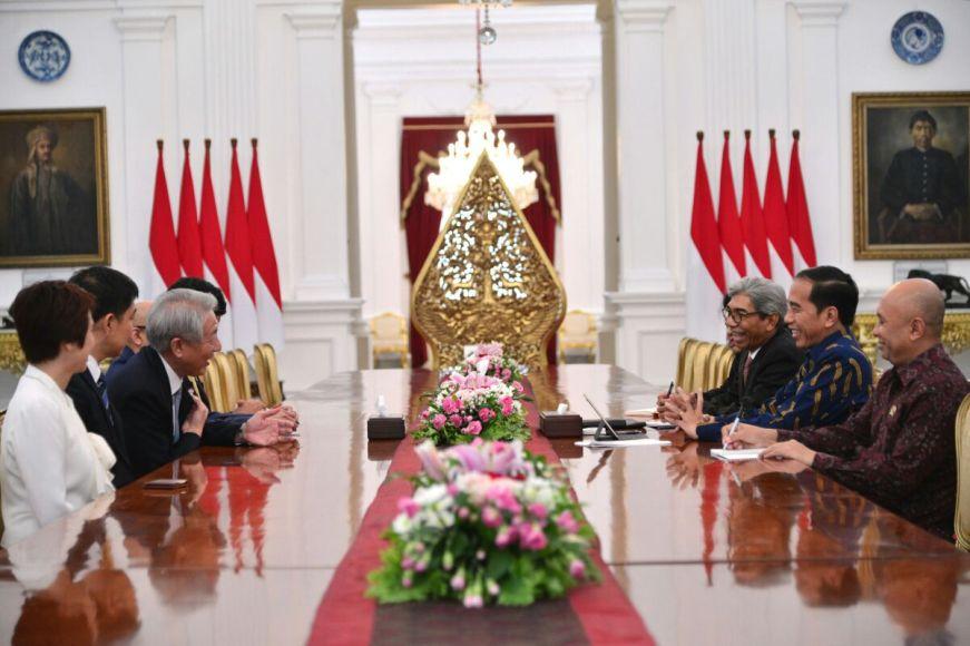 Presiden RI Ir H. Joko Widodo saat menggelar pertemuan membahas infrastruktur dan Ekonomi bersama deputi PM Singapura di Istana Negara. FOTO : BEY MACHMUDDIN