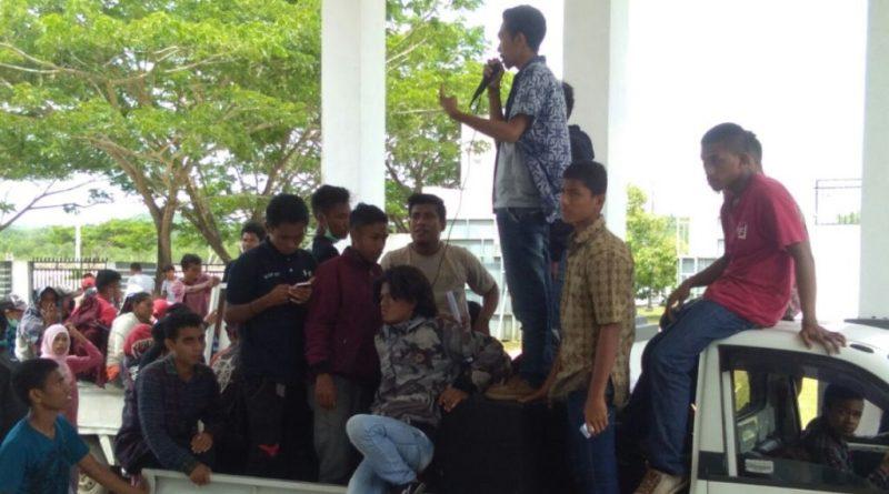 Jalan Tak Kunjung Diperbaiki, Masyarakat Serbu Dinas PU dan DPRD Muna
