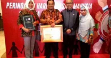 Pemkab Bantaeng Terima Penghargaan Peduli HAM