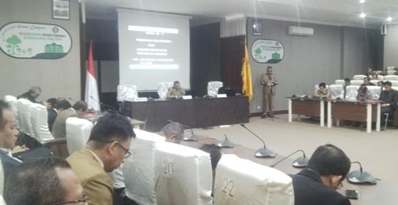 Rapat Senat Universitas Halu Oleo tentang penilaian dengan akan berakhirnya Plt rektor UHO Prof Dr Supriadi. FOTO : BAIM