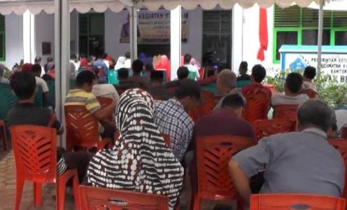 reses yang dilakukan oleh anggota DPRD Kota kendari di kelurahan bende Kota Kendari FOTO : FT