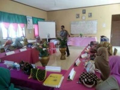 Kapolres Aceh Timur saat memberikan pengarahan kepada sejumlah Kades terkait Aksi di PT Medco. FOTO : ROBY SINAGA