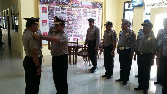 Upacara kenaikan pangkat yang dipimpin oleh Kapolres Langsa AKBP Iskandar Z.A, S.Ik. FOTO : ROBY SINAGA